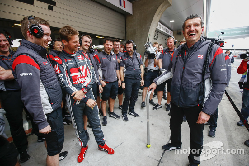 Guenther Steiner, Team Principal, Haas F1 Team, celebrates his birthday with the Haas F1 Team team