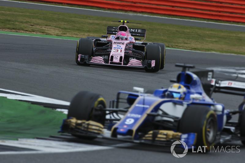 Marcus Ericsson, Sauber C36, Esteban Ocon, Sahara Force India F1 VJM10