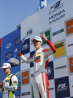 Podio: Ganador de la carrera Callum Ilott, Prema Powerteam, Dallara F317 - Mercedes-Benz