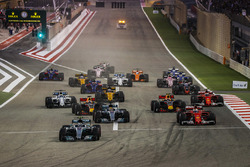 Valtteri Bottas, Mercedes F1 W08, Sebastian Vettel, Ferrari SF70H, Lewis Hamilton, Mercedes F1 W08, Max Verstappen, Red Bull Racing RB13, Daniel Ricciardo, Red Bull Racing RB13, Kimi Raikkonen, Ferrari SF70H at the start