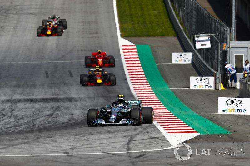 Valtteri Bottas, Mercedes AMG F1 W09, Max Verstappen, Red Bull Racing RB14, Kimi Raikkonen, Ferrari SF71H