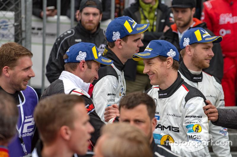 Гонщики Mercedes-AMG Team Black Falcon Йелмен Бурман, Томас Ягер, Ян Сейффарт и Лука Штольц