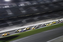 David Gilliland, Kyle Busch Motorsports, Pedigree Toyota Tundra leads the field