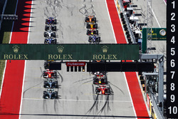 Lewis Hamilton, Mercedes AMG F1 W08, Sebastian Vettel, Ferrari SF70H at the start of the race
