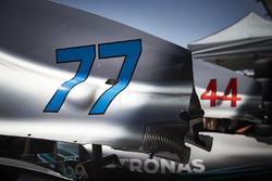 Lewis Hamilton ve Valtteri Bottas Mercedes AMG F1 W09'ın parçaları