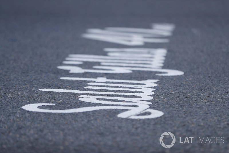 Salut Gilles is inscribed on the grid
