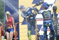 1. Valentino Rossi, Yamaha; 2. Sete Gibernau, Honda