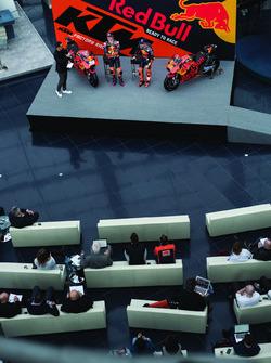 Pol Espargaro, Red Bull KTM Factory Racing, Bradley Smith, Red Bull KTM Factory Racing avec Alex Hofmann