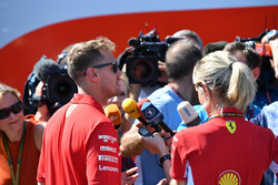 Sebastian Vettel, Ferrari, atiende a los medios