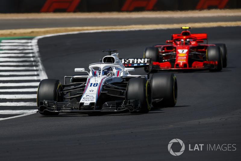 Lance Stroll, Williams FW41, y Kimi Raikkonen, Ferrari SF71H