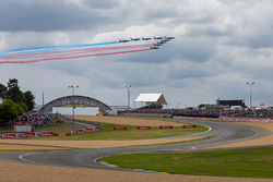 Aviones pasan sobre el circuito