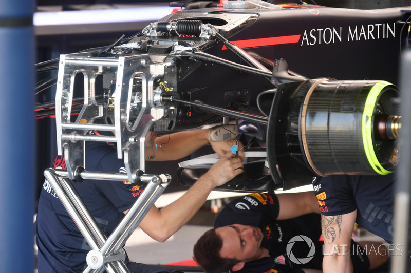 Red Bull Racing RB14 front suspension detail