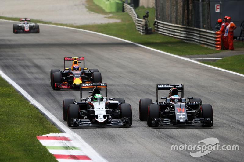 (L to R): Nico Hulkenberg, Sahara Force India F1 VJM09 and Fernando Alonso, McLaren MP4-31 battle fo