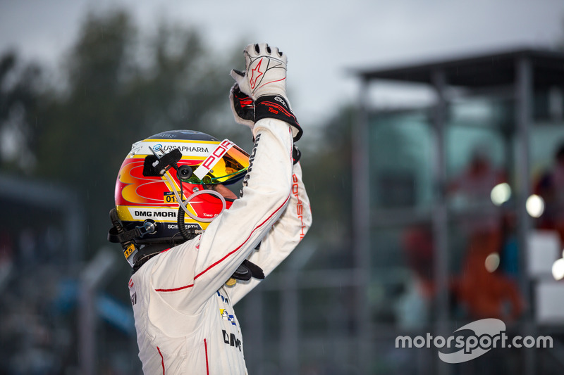 Race winner Porsche Team: Timo Bernhard