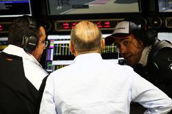 Eric Boullier, Director de carreras de McLaren, Ron Dennis, Presidente Ejecutivo de McLaren y Fernan