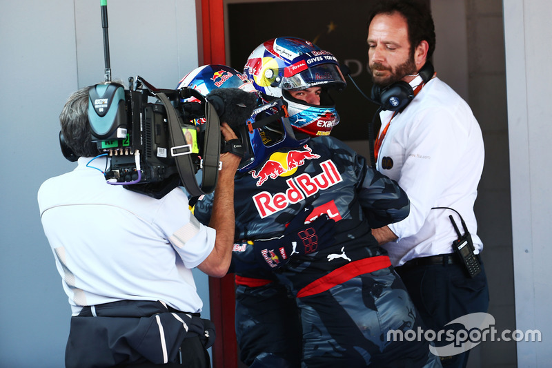Daniel Ricciardo gratuliert