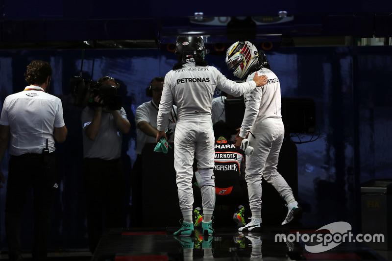 Напарники по Mercedes после гонки в Японии