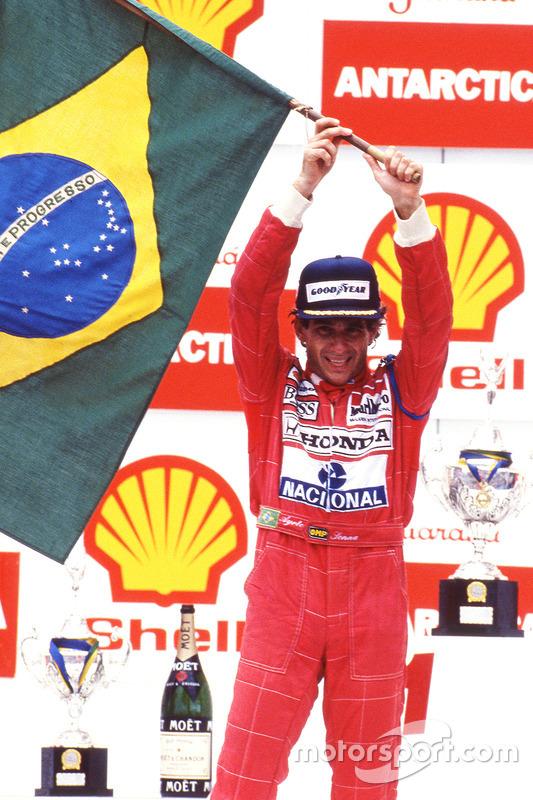 Pódio: vencedor da corrida, Ayrton Senna, da McLaren