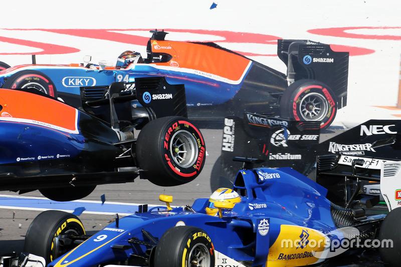 6 (GP de Rusia) Arrancada choque con Marcus Ericsson, Sauber C35, Rio Haryanto, Manor Racing MRT05