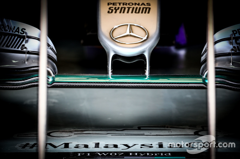 Mercedes AMG F1 W07 Hybrid front wing