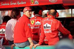 Michael Schumacher, Ferrari can only watch from the pitlane wall