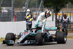 Lewis Hamilton, Mercedes-AMG F1 W09 met probleem