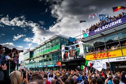 Lewis Hamilton, Mercedes-AMG F1, Sebastian Vettel, Ferrari e Kimi Raikkonen, Ferrari festeggiano sul podio
