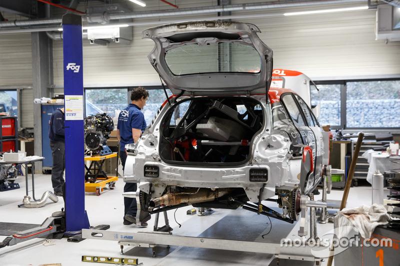 Assemblaggio di una Citroen C3 WRC