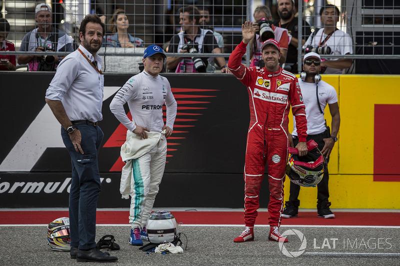 Valtteri Bottas, Mercedes AMG F1 y Sebastian Vettel, Ferrari en Parc ferme