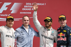 Podium: second place Nico Rosberg, Mercedes AMG F1, John Owen, Mercedes AMG F1 Chief Designer, Lewis Hamilton, Mercedes AMG F1, Max Verstappen, Red Bull Racing