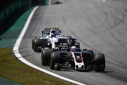 Ромен Грожан, Haas F1 Team VF-17, и Лэнс Стролл, Williams FW40