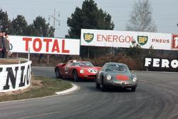Romolo Rossi, Alfa Romeo Giulia SZ, leads John Surtees, Mike Parkes, Ludovico Scarfiotti, Lorenzo Bandini, Ferrari 250P