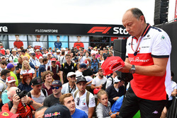 Frederic Vasseur, Sauber, Team Principal and fans