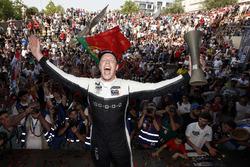 Podio: ganador de la carrera Thed Björk, YMR Hyundai i30 N TCR