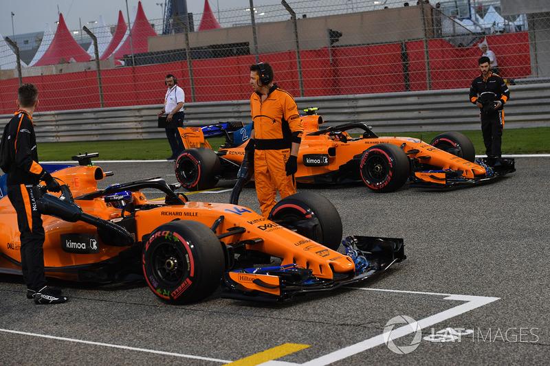 Fernando Alonso, McLaren y Stoffel Vandoorne, McLaren en la parrilla