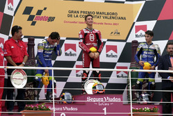 Podio: il vincitore della gara Manuel Poggiali, il secondo classificato Toni Elias, il terzo classificato Dani Pedrosa