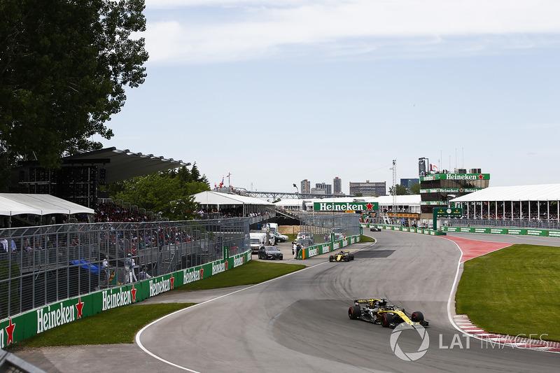 Nico Hulkenberg, Renault Sport F1 Team R.S. 18, y Carlos Sainz Jr., Renault Sport F1 Team R.S. 1