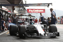 Lance Stroll, Williams FW40, burns rubber in the pit lane