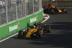Nico Hulkenberg, Renault Sport F1 Team RS17, Daniel Ricciardo, Red Bull Racing RB13