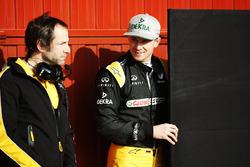 Nico Hulkenberg, Renault Sport F1 Team R.S.17, talks to Ciaron Pilbeam, Chief Race Engineer, Renault Sport F1 Team