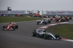Rennstart: Lewis Hamilton, Mercedes AMG F1 W08; Sebastian Vettel, Ferrari SF70H; Valtteri Bottas, Mercedes AMG F1 W08; Daniel Ricciardo, Red Bull Racing RB13; Kimi Räikkönen, Ferrari SF70H