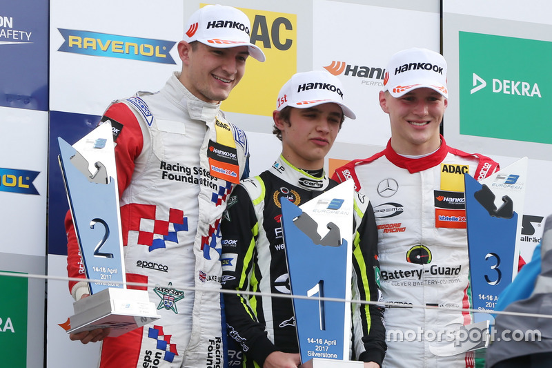 Podium: Race winner Lando Norris, Carlin, Dallara F317 - Volkswagen, second place Jake Dennis, Carlin, Dallara F317 - Volkswagen; third place Maximilian Günther, Prema Powerteam, Dallara F317 - Mercedes-Benz