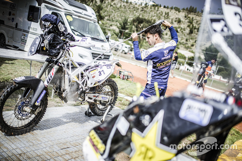 Mechanic of #31 Husqvarna Factory Racing: Pela Renet