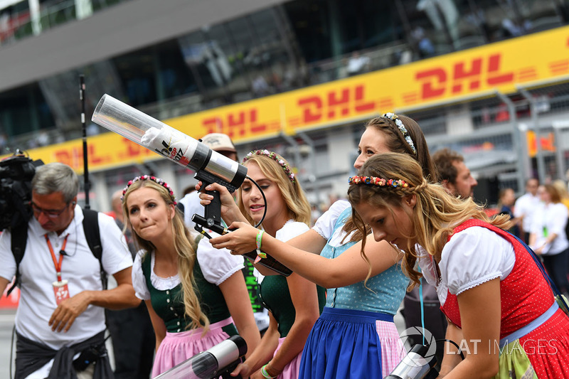 Grid girls fire T-Shirts into the crowd of fans, T-Shirt guns