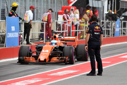 Mecánico de Red Bull Racing y Fernando Alonso, McLaren MCL32