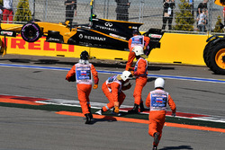 The crashed car of Jolyon Palmer, Renault Sport F1 Team