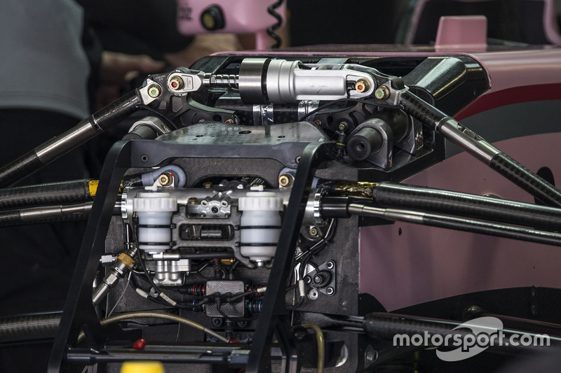 Detalle suspensión delantera frontal del Force India VJM10