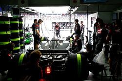 La voiture de Romain Grosjean, Haas F1 Team VF-17