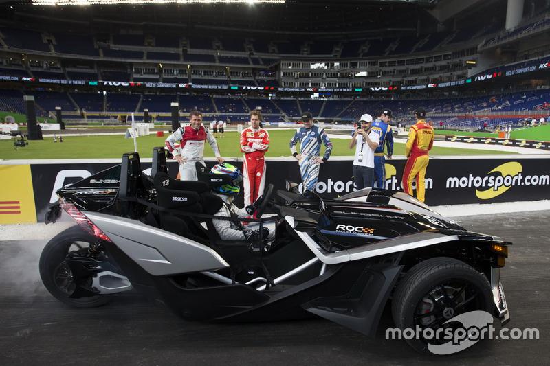 Felipe Massa, humea una rueda que conduce la Polaris Honda SLR