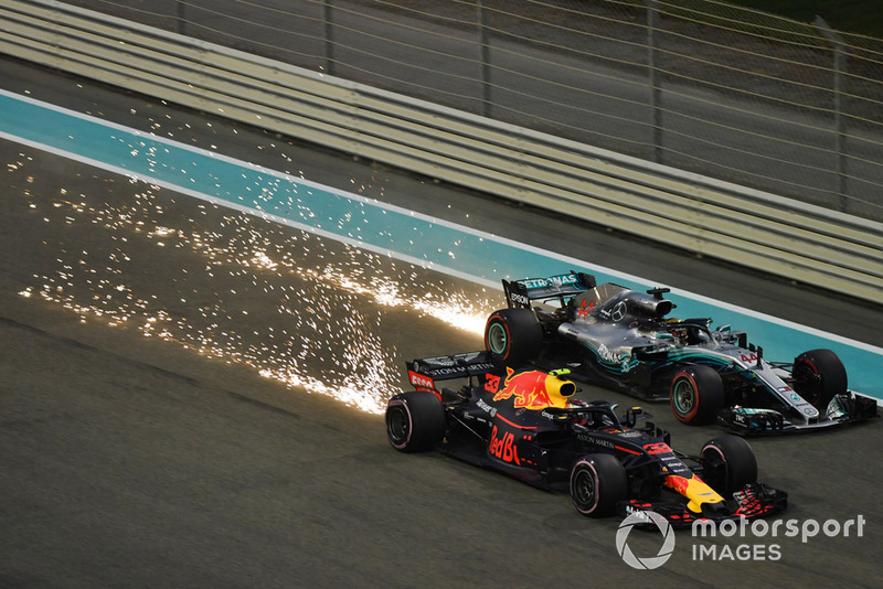 Max Verstappen, Red Bull Racing RB14 sparks and Lewis Hamilton, Mercedes AMG F1 sparks and battles
